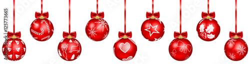 Fotografija Weihnachtskugeln rot mit Weihnachten Muster hängend isoliert
