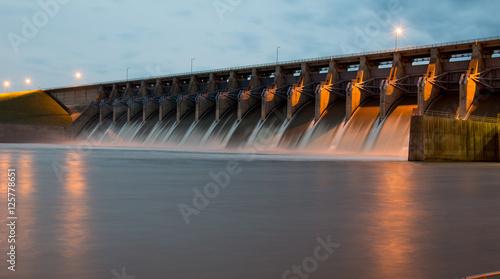 Fotografering Keystone Dam at Twighlight