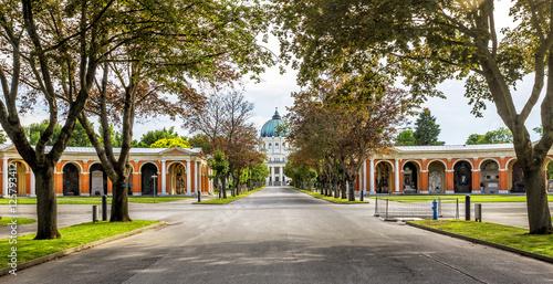 Photo sur Toile Cimetiere Zentralfriedhof Cemetery in Vienna, Austria