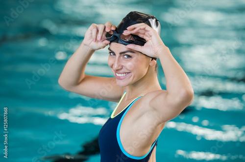 Fotografía  Young woman swimmer