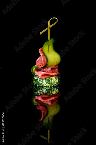 Cuadros en Lienzo canape salami cucumber on black background with reflection