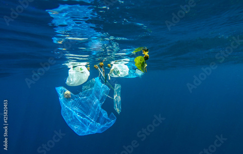 Obraz Marine pollution of plastic - fototapety do salonu