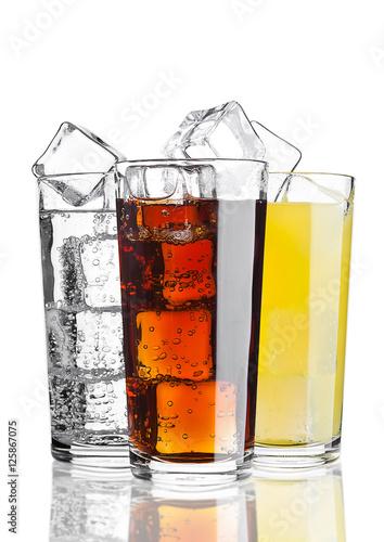 Fotografía  Glasses of cola orange soda lemonade with ice