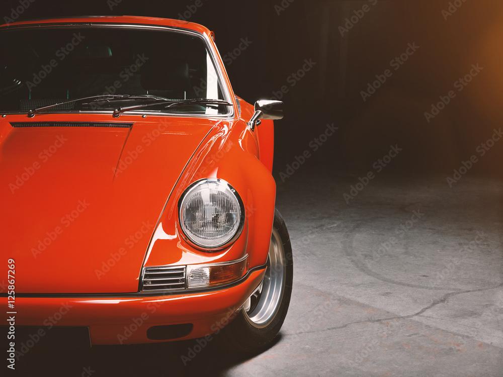 Klasyczny samochód czerwony samochód sportowy, samochód wyścigowy siedemdziesiątych