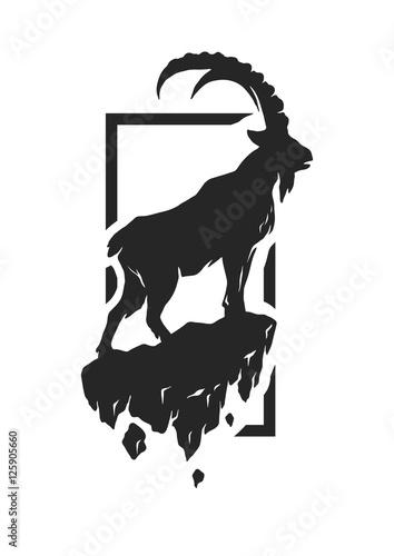 Fotografía Silhouette of a mountain goat.