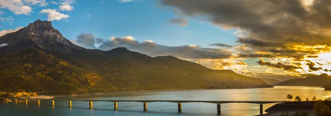 Fototapeta panorama o zachodzącym słońcu