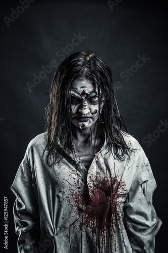 Photo  Zombie woman with bloody face