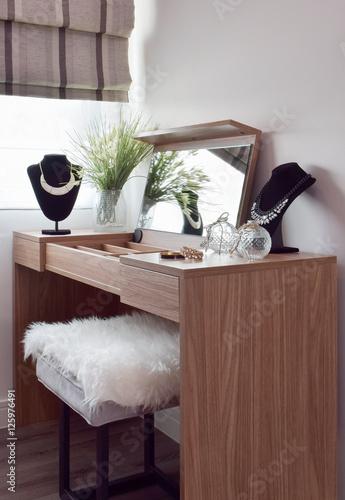 Tablou Canvas Gorgeous lady dressing table