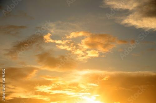 Foto op Plexiglas Zonsondergang Ciel : Lever de soleil à Playa de Los Cancajos