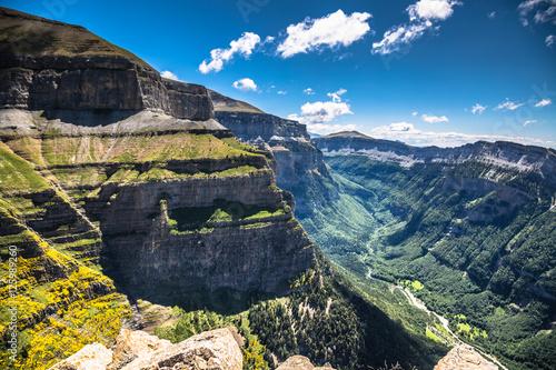 Kanion w Parku Narodowym Ordesa, Pireneje, Huesca, Aragonia, Hiszpania
