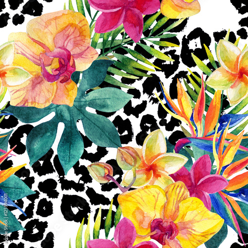 Photo sur Toile Empreintes Graphiques Tropical watercolor flowers and leaves on animal print
