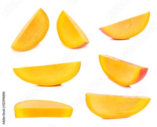 Fotografia Ripe mango isolated on the white background