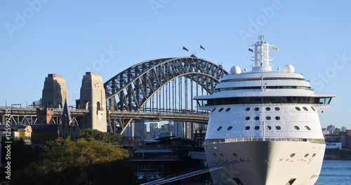 fototapeta na lodówkę Sydney Harbour Bridge and a cruise ship in Sydney Australia