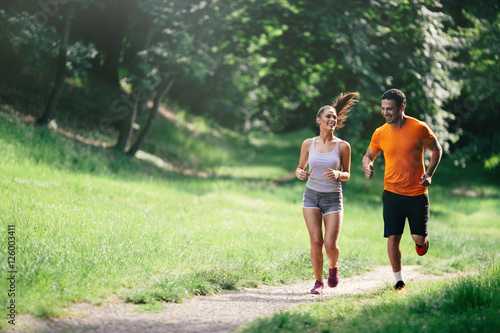 Stickers pour porte Jogging Couple jogging outdoors