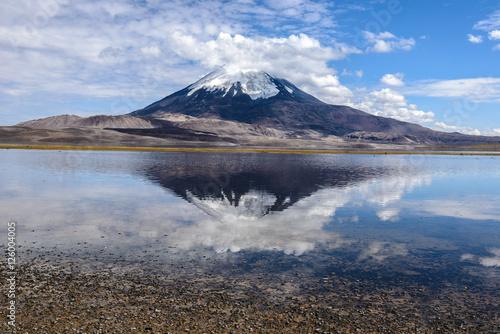 parinacota-wulkan-i-jezioro-chungara-lauca-national