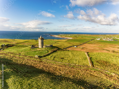 Photo  Aerial Famous Irish Tourist Attraction In Doolin, County Clare, Ireland