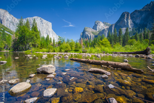 Fotobehang Chocoladebruin Classic view of Yosemite National Park, California, USA