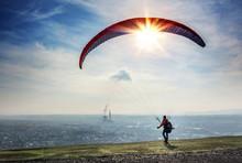 Saarland - Gleitschirmflieger Beim Start - Gleitschirmfliegen Von Halde Duhamel Ensdorf