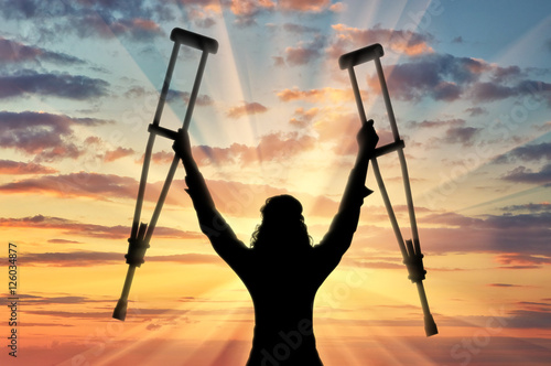 Fotografia Happy disabled person with raised hands crutches