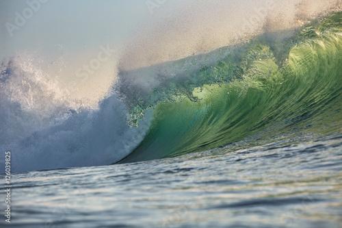 Stickers pour porte Eau Shining Translucent Ocean Background Shorebreak Wave for Surfing