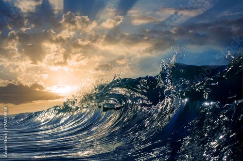 Foto op Plexiglas Zee / Oceaan An ocean sunset shorebreak in side view with bokeh flares. Big b