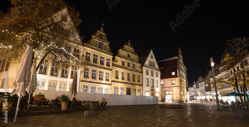 Foto auf Gartenposter Kunstdenkmal alter markt bielefeld germany at night