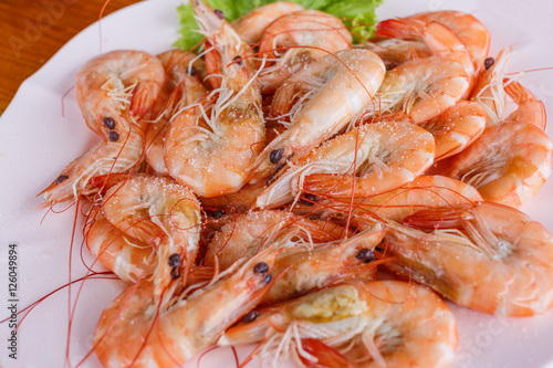 Fotobehang Schaaldieren Baked butter shrimp on white dish