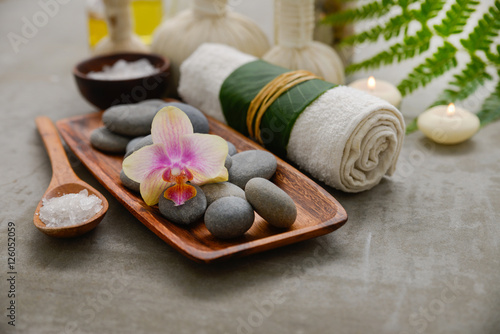 In de dag Spa Composition of bath spa treatment on gray background