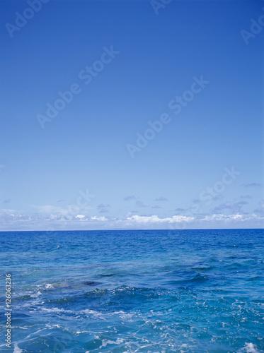 Staande foto Zee / Oceaan 空と海