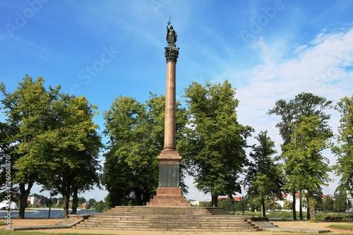 Fotografija  Victory Column in Old Garden in Schwerin, Mecklenburg Vorpommern Germany