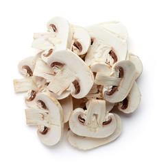 Sterty pokrojonych świeżych grzybów z góry
