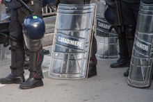 Carabinieri In Tenuta Antisomm...