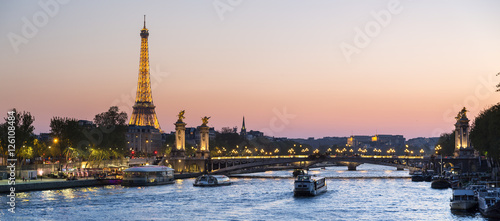Ingelijste posters Eiffeltoren Paris, traffic on the Seine river at sunset, with Eiffel tower i