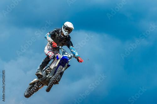 skok-wzwyz-motocross