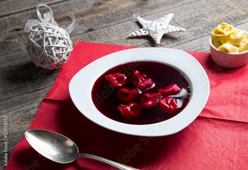 Obraz Barszcz czerwony z uszkami - fototapety do salonu