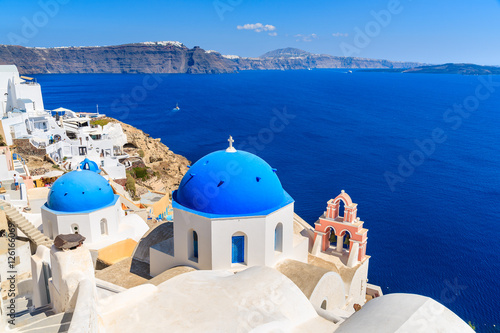 In de dag Santorini Famous blue domes of white churches in Oia village on Santorini island, Greece