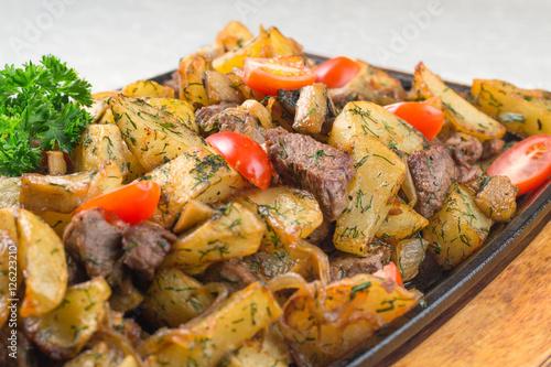 In de dag Grill / Barbecue Caucasian cuisine, roast, hot dish in the pan