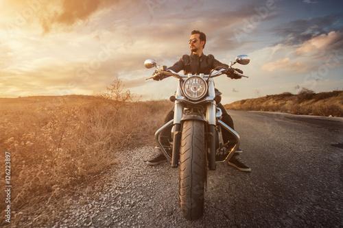 Zdjęcie XXL Jeździec na drodze