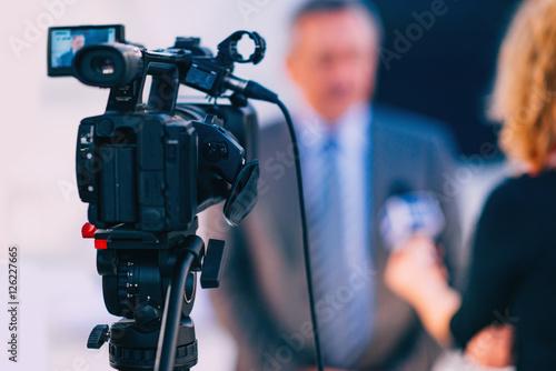 Fotografia  Interview. Journalist interviewing businessman