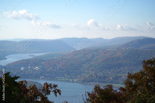 Fotografie, Tablou  Hudson River valley view through fall foliage trees leaves changing color on mountain side