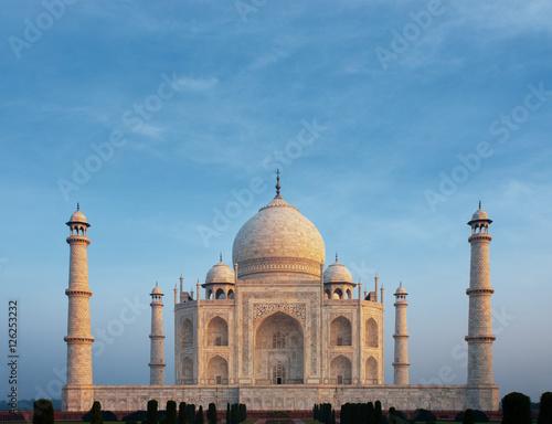 Fotografie, Obraz  Taj Mahal Centered Sunrise Telephoto Morning Glow