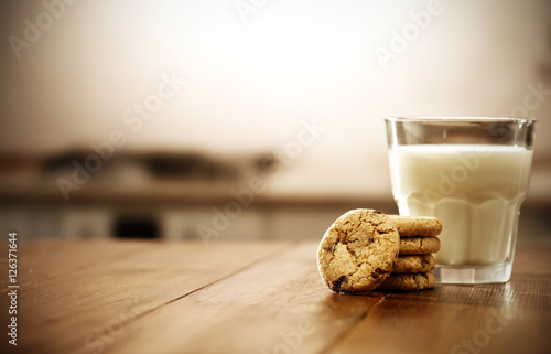 Foto op Plexiglas Koekjes cookies and milk