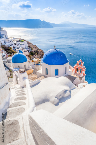 Keuken foto achterwand Santorini White blue architecture of Oia village on Santorini island, Greece
