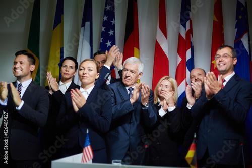 Fotografía  Group of delegates applauding