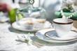 Teezeremonie. Dekoration am Tisch im Garten