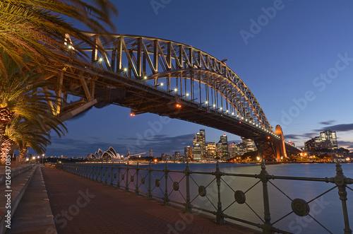 Staande foto Sydney Sydney Harbour Bridge and Sydney Skyline at dusk