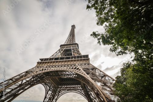 Fototapeta Tower Eiffel, Paris, seen from the park obraz na płótnie