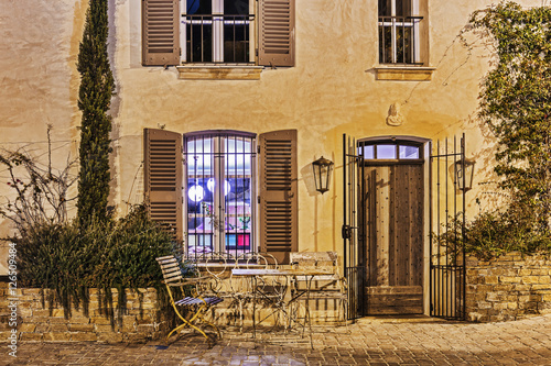 Photo  Street cafe at night in France