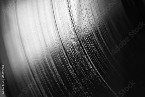 Photo Macro di fianco di un disco musicale in vinile in bianco e nero