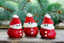 Christmas Fun Food Idea - Strawberry Santa Claus